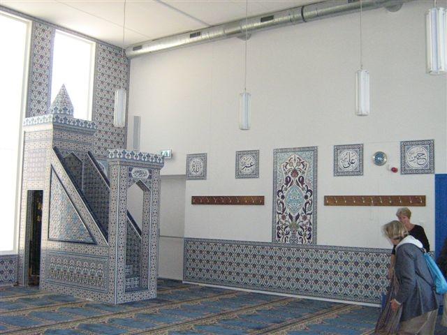 Het interieur van de turkse gebedsruimte aan de for Turkse kapper amsterdam oost