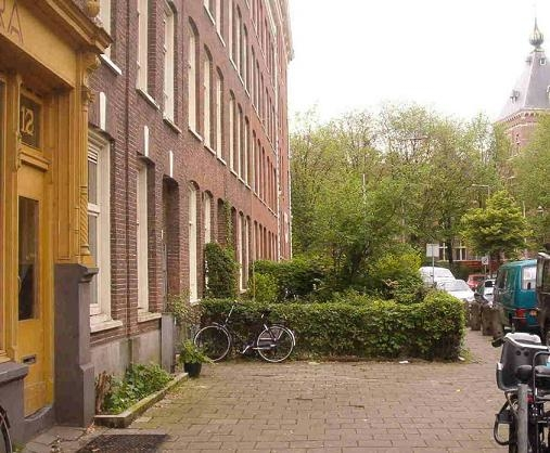 Tuintje in de Wagenaarstraat, 2003.