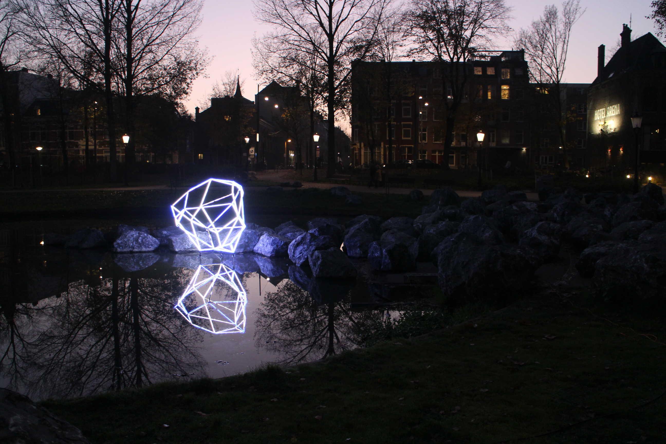 Lichtopbject Van Herman Lamers Voor Hotel Arena Geheugen Van Oost